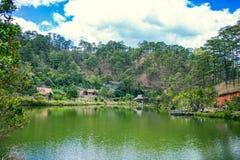 DALAT, VIETNAM - 17. Februar 2017: Cu Lan-Dorf an Landschaft, an Hotel und an Ferienzentrum Dalat unter Kieferndschungel, Lager a Lizenzfreies Stockbild