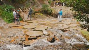 DALAT VIETNAM - OKTOBER 5, 2016: Datanla vattenfall i DaLat, Vietnam lager videofilmer