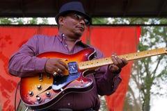 Dale Patrick Stelly gitarrist av en Cajun musikband royaltyfri foto