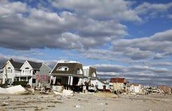Zniszczeni plażowi domy w następstwie Huraganowy Sandy w Dalekim Rockaway, NY obraz stock