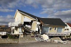 Zniszczony plażowy dom w następstwie Huraganowy Sandy w Dalekim Rockaway, NY Zdjęcia Royalty Free