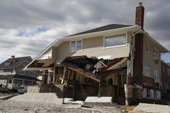 Zniszczony plażowy dom w następstwie Huraganowy Sandy w Dalekim Rockaway, NY Obraz Stock