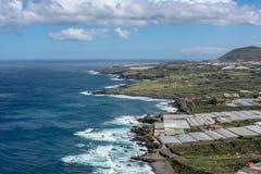 Daleki widok nad wybrzeżem morzem zdjęcia royalty free