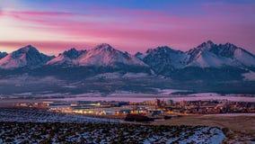 Dalekie góry na zmierzchu Zdjęcie Royalty Free