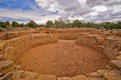 Dalekie widok społeczności ruiny przy mesy Verde parkiem narodowym. Zdjęcie Stock