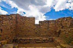 Dalekie widok społeczności ruiny przy mesy Verde parkiem narodowym. Zdjęcia Stock
