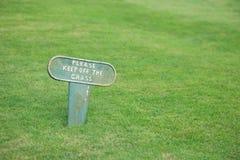 daleko trawy utrzymanie Zdjęcia Stock