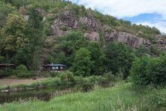 Dalen av floden Jihlava, Tjeckien i sommardagen royaltyfri foto