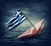 Dalend euro schip met een vlag van Griekenland Stock Foto