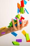 Dalende kleurrijke domino Royalty-vrije Stock Foto's