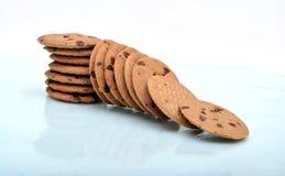 Dalende Staak van chocoladeschilferkoekjes Royalty-vrije Stock Afbeeldingen