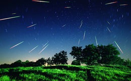 Dalende sterren bij nacht Stock Foto's