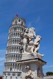 Dalende toren van Pisa Stock Afbeeldingen