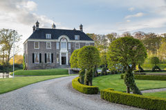 DALFSEN,荷兰, - 2015年5月03日:中世纪庄园房子Dalfse 库存图片