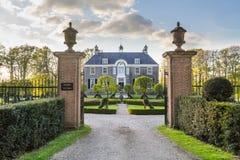 DALFSEN,荷兰, - 2015年5月03日:中世纪庄园房子Dalfse 免版税库存照片