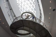 在萨尔瓦多Dali博物馆里面 免版税库存照片