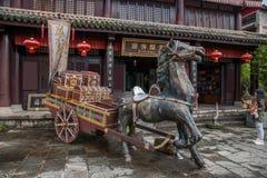 Dali City, Yunnan Dragon Inn antes de viajar com espada Imagem de Stock Royalty Free