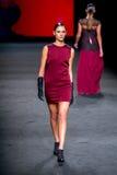 Dalianah Arekion chodzi pas startowego dla Justicia Ruano kolekci przy 080 Barcelona mody tygodniem 2015 (model) Zdjęcie Stock