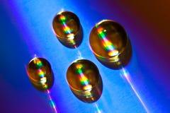 Daling die van water op een CD schijf ligt Stock Fotografie