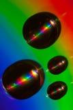 Daling die van water op een CD schijf ligt Stock Foto
