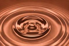 Daling van water, waterplons in Bruine kleur Royalty-vrije Stock Afbeeldingen