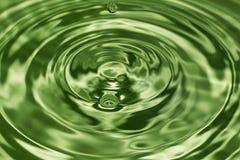 Daling van water, waterplons in Groene kleur Stock Foto's