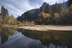 Daling van Yosemite - rivier Merced stock afbeelding