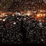 Dalingen in het venster Royalty-vrije Stock Fotografie