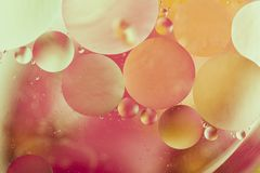 Dalingen van Olie op Water Royalty-vrije Stock Foto's