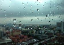 Dalingen van regen op glas Royalty-vrije Stock Afbeeldingen
