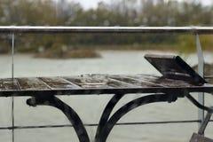 Dalingen van regen op het glas Stock Foto's