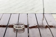 Dalingen van regen op het glas Stock Fotografie
