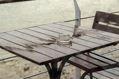Dalingen van regen op het glas Royalty-vrije Stock Foto