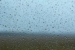 Dalingen van regen op het glasvenster Royalty-vrije Stock Afbeeldingen