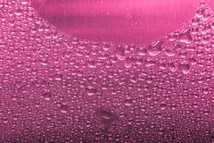 Dalingen van water in een metaalgootsteen op een moderne keuken gestemd royalty-vrije stock foto