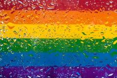 Dalingen van water op de achtergrond van de regenboogvlag Ondiepe Diepte van Gebied Selectieve nadruk gestemd Royalty-vrije Stock Foto