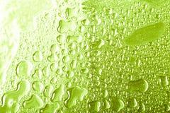 Dalingen van water op een kleurenachtergrond grijs Ondiepe Diepte van Gebied Selectieve nadruk blur royalty-vrije stock afbeelding