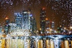 Dalingen van water op glas Stock Afbeelding