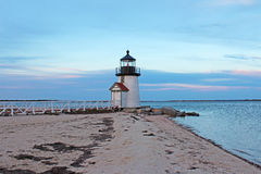 Dalingsavond Brant Point Light, Nantucket, doctorandus in de letteren Royalty-vrije Stock Foto's