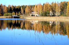 Dalingskleuren bij meer Saimaa Royalty-vrije Stock Afbeeldingen