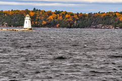 Dalingskleuren op Meer Champlain stock foto's