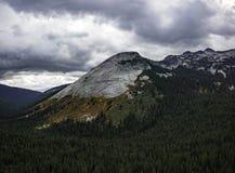 Dalingskleuren in Selkirk-Bergketen stock foto's