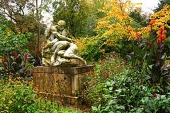 Dalingsliefde De magische herfst in het oude stadspark Royalty-vrije Stock Fotografie