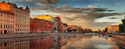 Dalingspanorama op Fontanka in St. Petersburg Royalty-vrije Stock Fotografie