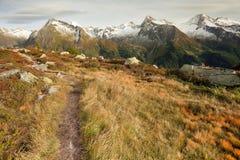 Dalingsscène in de Alpen, geen mensen rond Royalty-vrije Stock Foto's