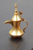 Dallah - le bac arabe traditionnel de café image stock