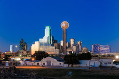 Dallas City horisont på skymning Arkivfoto