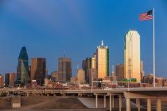 Dallas City-horizon bij schemering Royalty-vrije Stock Afbeelding