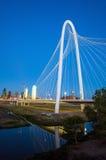 Dallas City-horizon bij schemering Stock Foto