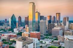 Dallas City Skyline Sunset lizenzfreie stockbilder